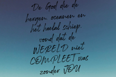 De God die de bergen oceanen en het heelal schiep vond dat de WERELD niet COMPLEET was zonder JOU